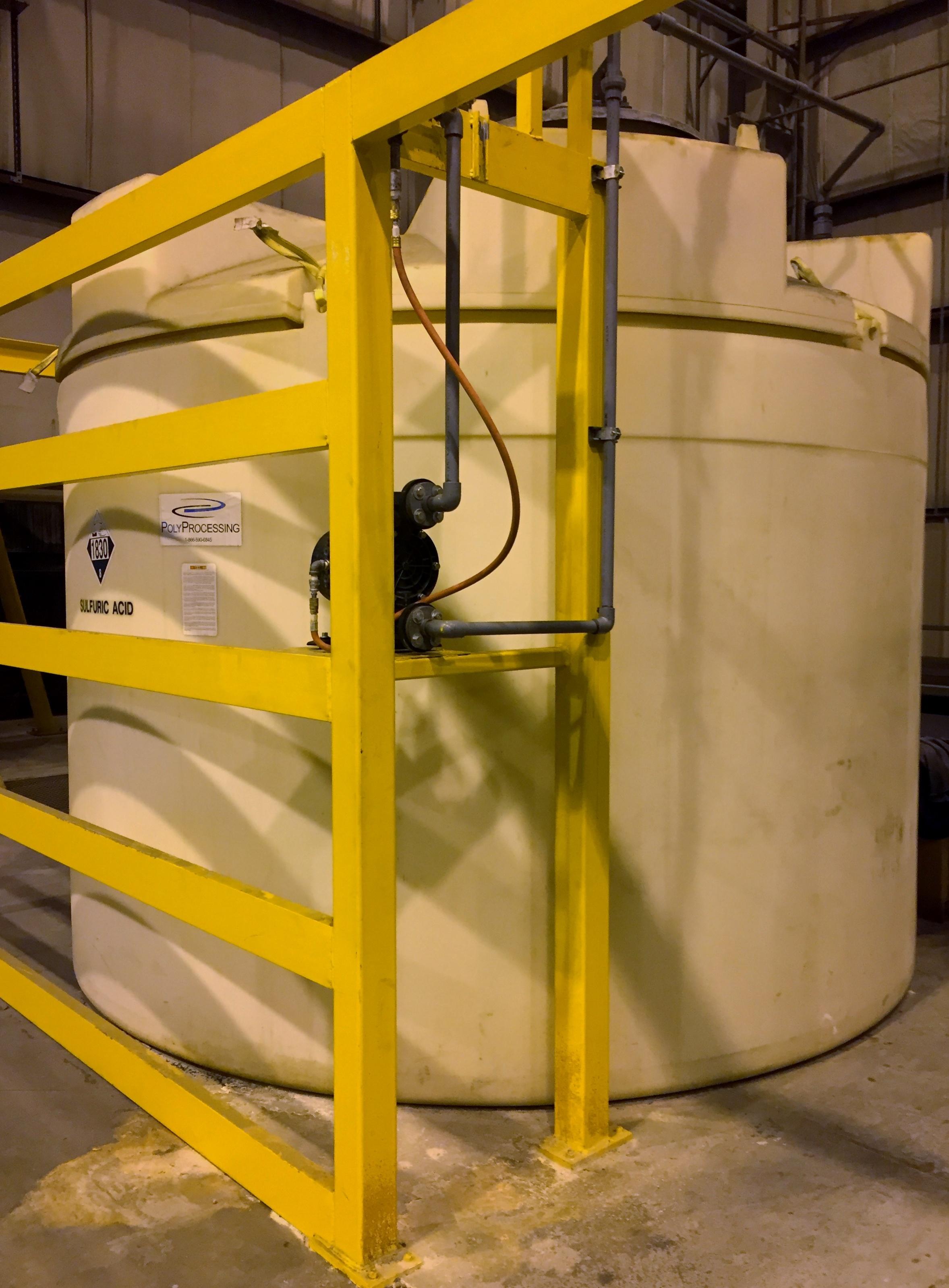 1000 Safe Tank with Pump Shelf (1).jpg